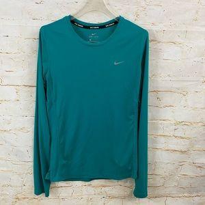 Nike womens M dri fit long sleeve shirt EUC runnin
